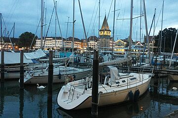 Lindauer Seehafen mit Blick auf den Mangturm / Foto: swa/Annika Heim