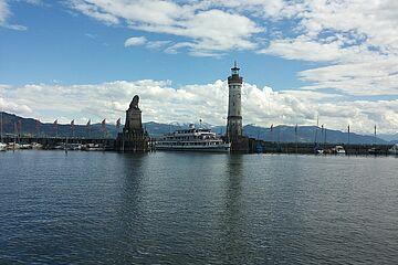 Löwe und Leuchtturm im Lindauer Hafen / Foto: swa/Annika Heim